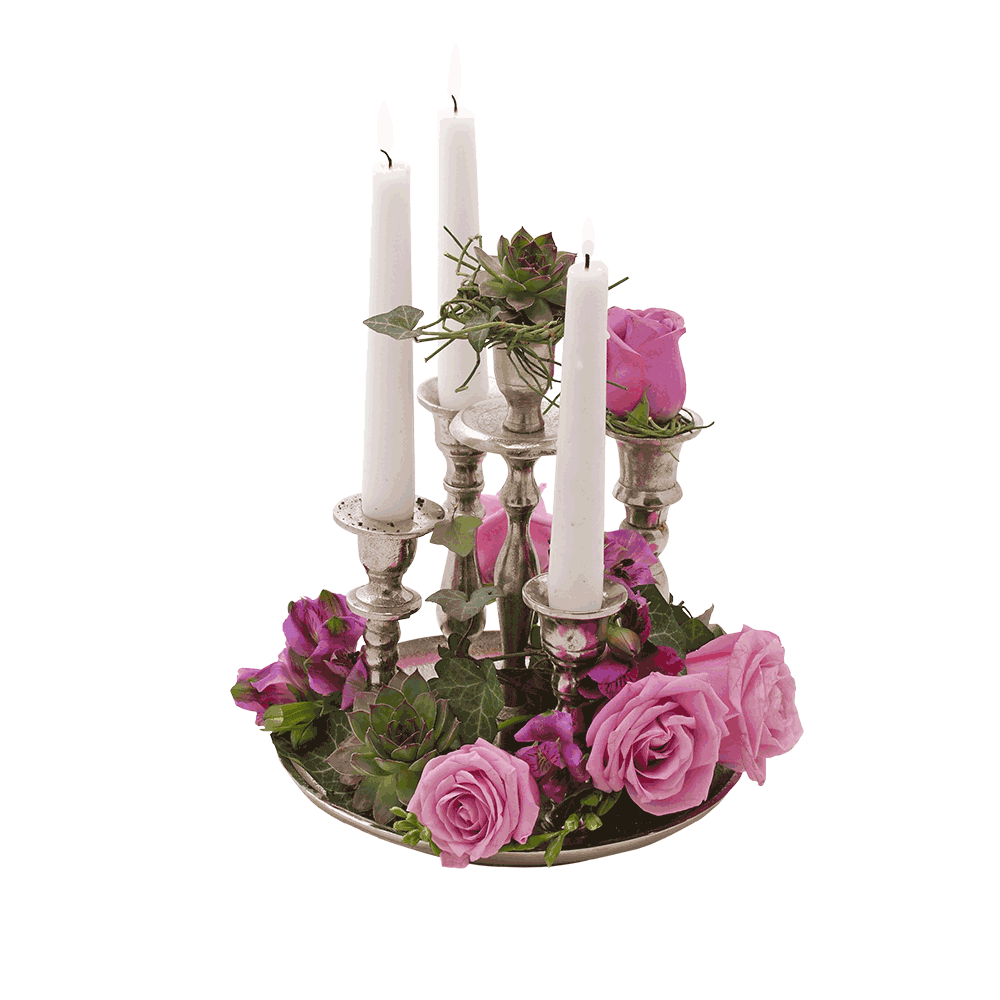 cvetni aranžman na svećnjaku